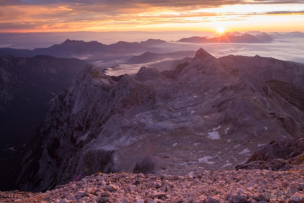 Východ slunce z vrcholku Triglavu
